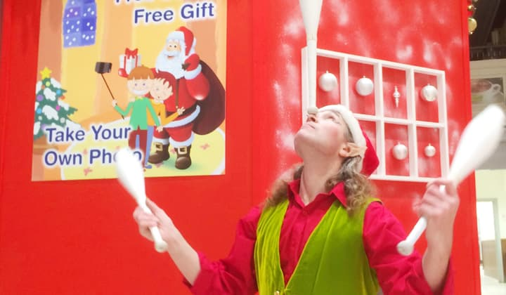 Juggling elf at a brilliant christmas event in Dublin and Kildare